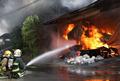 浓烟滚滚!高雄市一工厂发生大火,28辆消防车出动救援